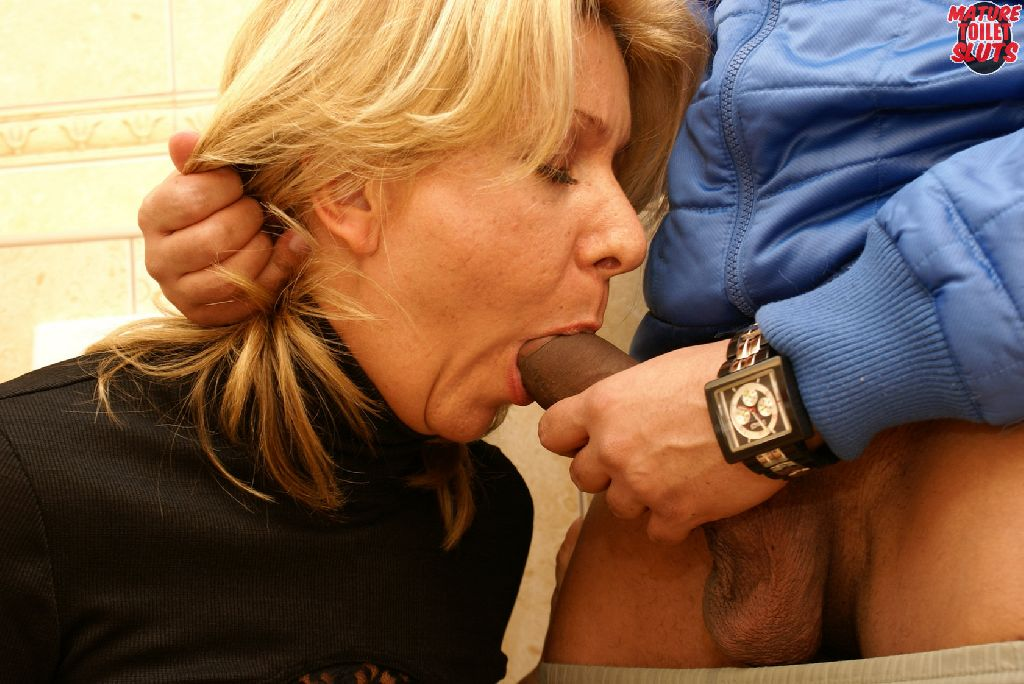 Mature horny blonde slut sucking and fucking