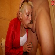 Blonde mature nympho getting kinky on the toilet