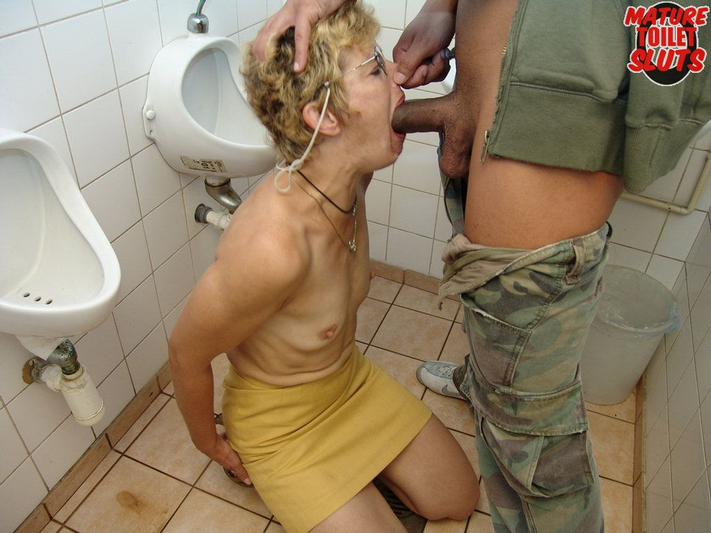 Amateur Gay Toilet Sex