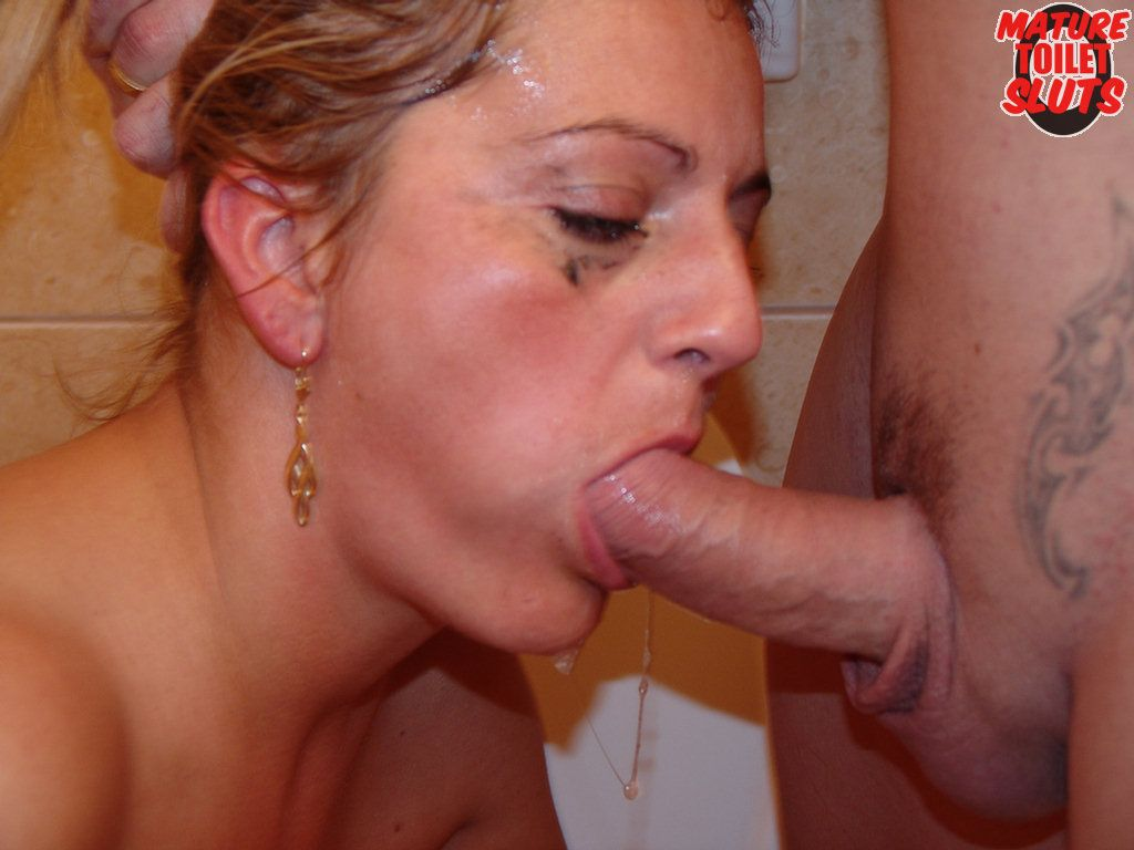 Hot Pictures Of Women Sucking Cock - Mature