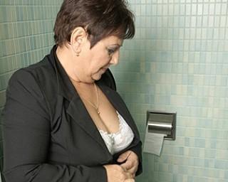 Mature Mariette gets stuffed on the toilet